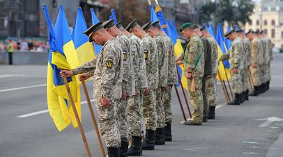 Военнослужащие на репетиции военного парада в честь 27-й годовщины независимости Украины в центре Киева