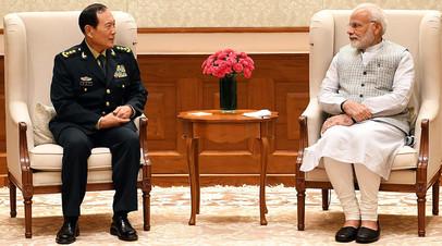 Министр обороны Китая Вэй Фэнхэ во время встречи с премьер-министром Индии Нарендрой Моди