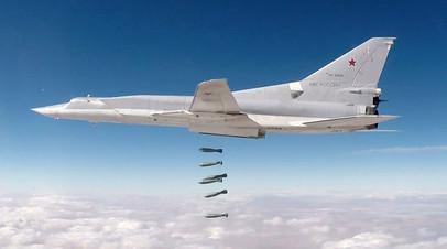 Дальний бомбардировщик Ту-22М3 наносит удар по объектам террористов в провинции Дейр эз-Зор