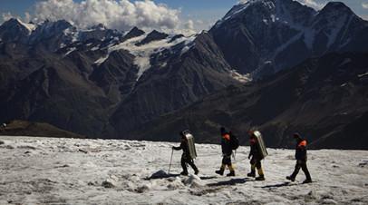 Следователи устанавливают обстоятельства гибели альпиниста от удара молнии на Эльбрусе