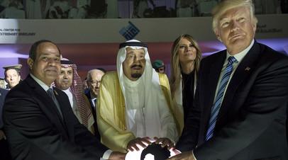 Президент США Дональд Трамп, первая леди США Меланья Трамп, президент Египта Абдель Фаттах ас-Сиси (слева) и король Саудовской Аравии Сальман бен Абдель-Азиз Аль-Сауд в Эр-Рияде