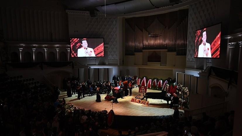 В Москве завершилась церемония прощания с Кобзоном