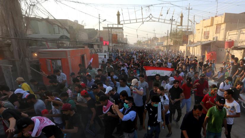 В иракской Басре демонстранты атаковали пожарные машины