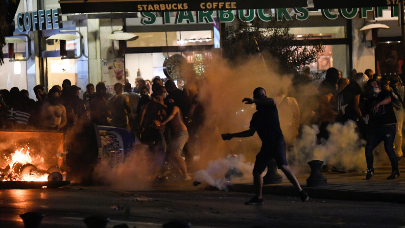 Media: In Greece, Thessaloniki, during the riots, 15