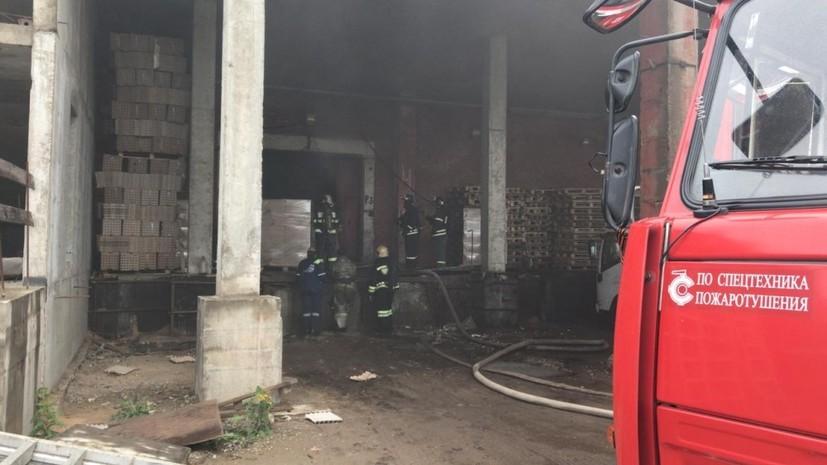 Два человека погибли при пожаре на складе в Подмосковье