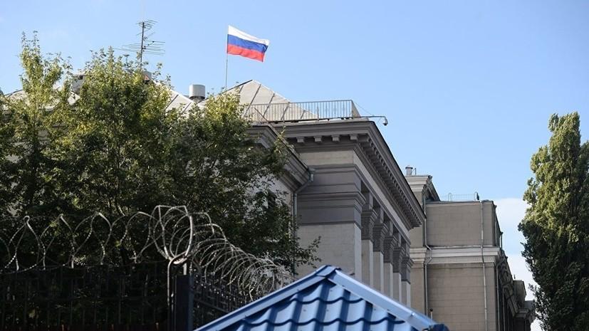В Киеве облили нечистотами машины российских дипломатов