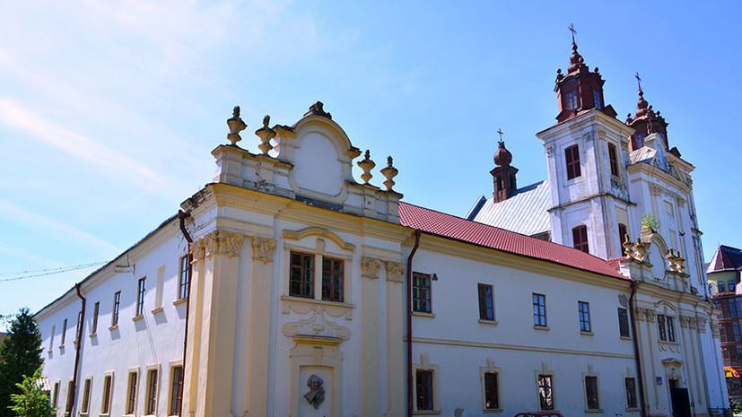 «Настоятеля вытолкали на улицу»: как «Правый сектор» захватил православный храм на западе Украины