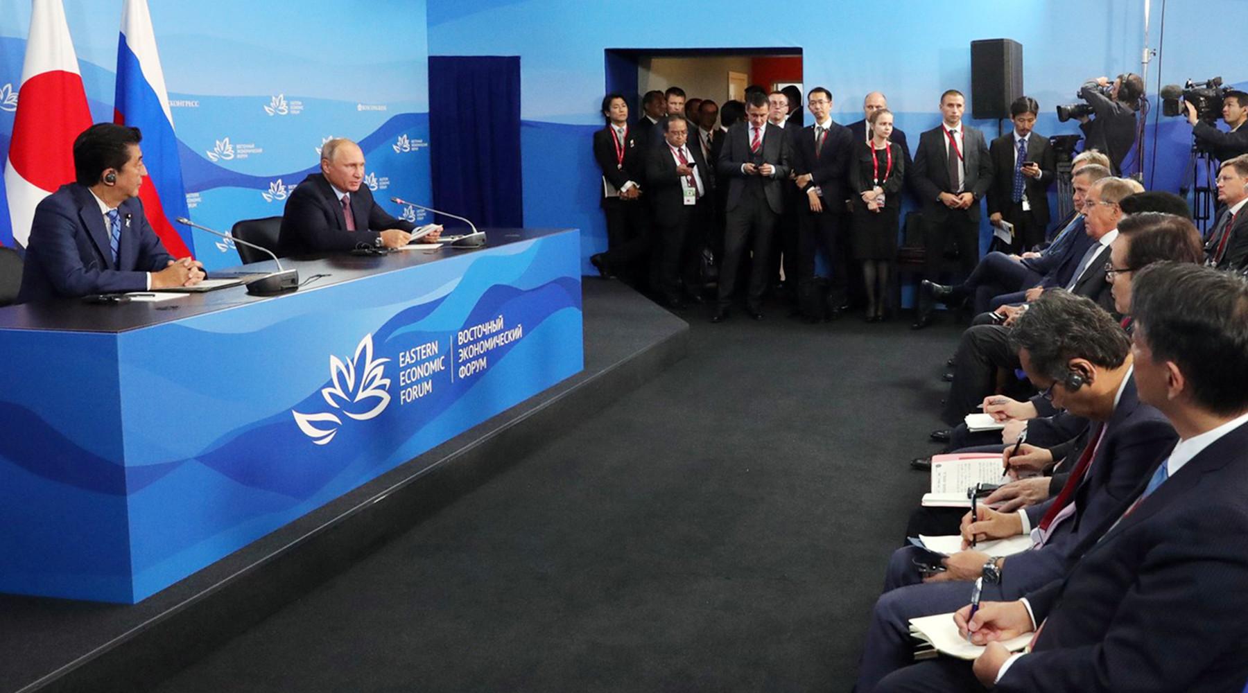Картинки по запросу База для дискуссий: Россия и Япония вырабатывают новый подход к урегулированию споров и заключению мирного договора