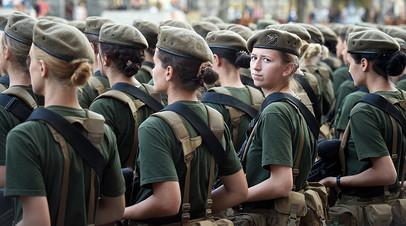 Сводный отряд женщин-воинов на параде в честь Дня независимости в Киеве, 24 августа 2018 года