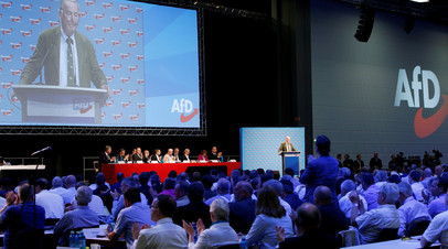 Лидер «Альтернативы для Германии» Александр Гауланд выступает с речью на двухдневном партийном съезде в Аугсбурге