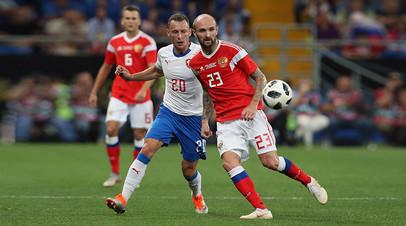 Константин Рауш (Россия) и Владимир Цоуфаль (Чехия) в товарищеском матче по футболу между сборными России и Чехии