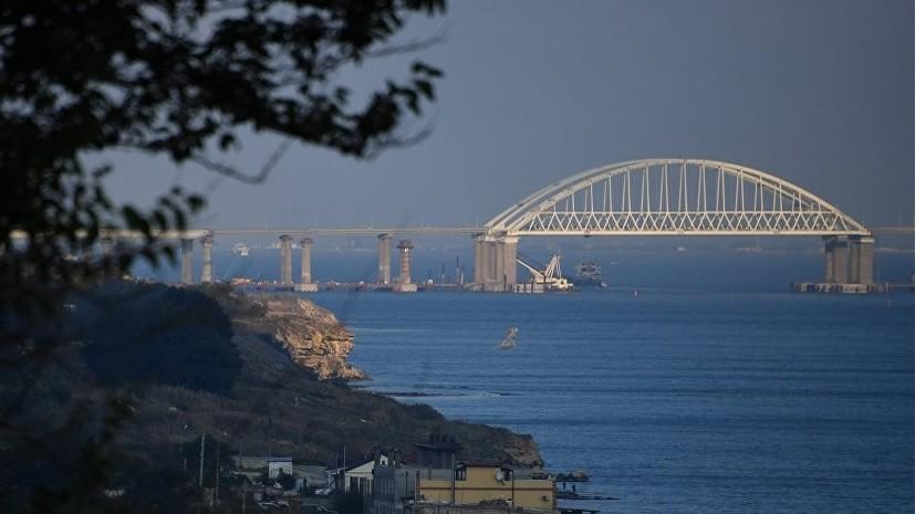 Пролёт строящейся железнодорожной части Крымского моста съехал в воду