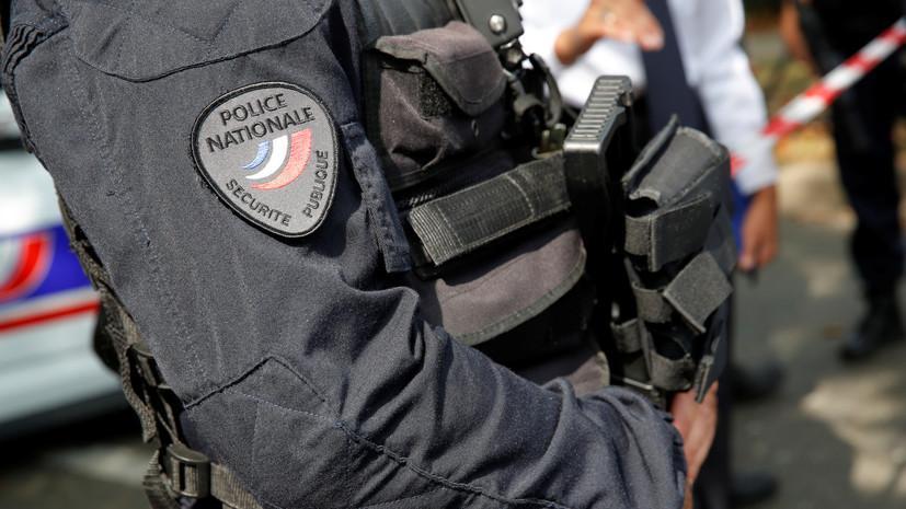 В парижском метро мужчина напал с ножом на полицейских