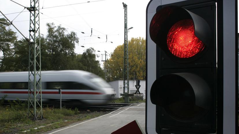 В Узбекистане поезд столкнулся с микроавтобусом