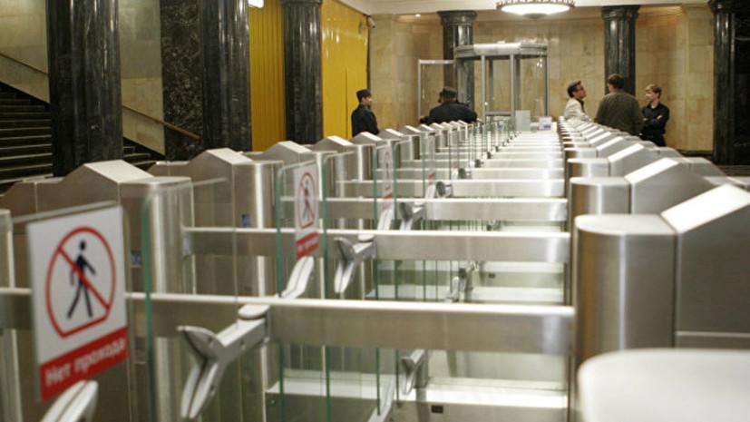 Мужчина упал на рельсы на станции метро «Тверская» в Москве