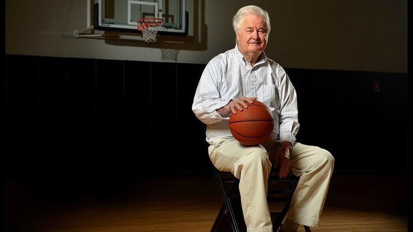 Легендарный баскетбольный тренер Уинтер умер в возрасте 96 лет