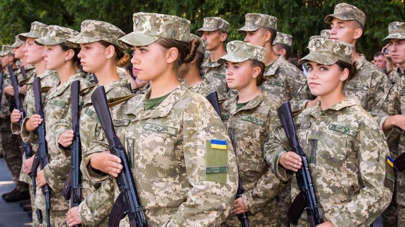 Порошенко назвал числопроходящих службув ВСУ женщин