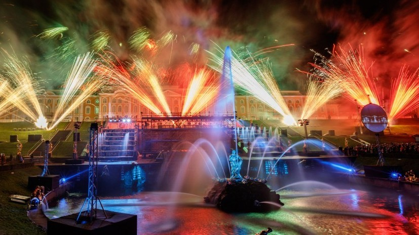 В Петергофе закрывают сезон фонтанов