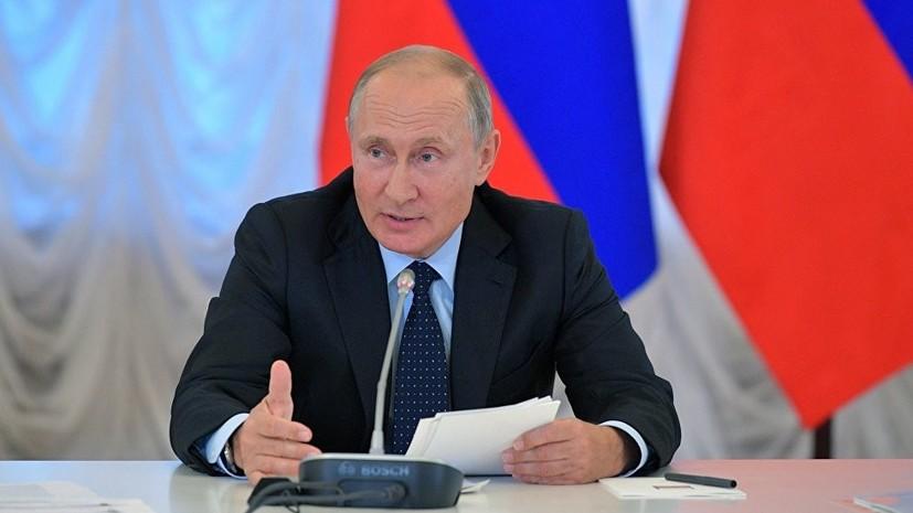 Путин пошутил над занявшей его кресло в ходе встречи главой ХМАО