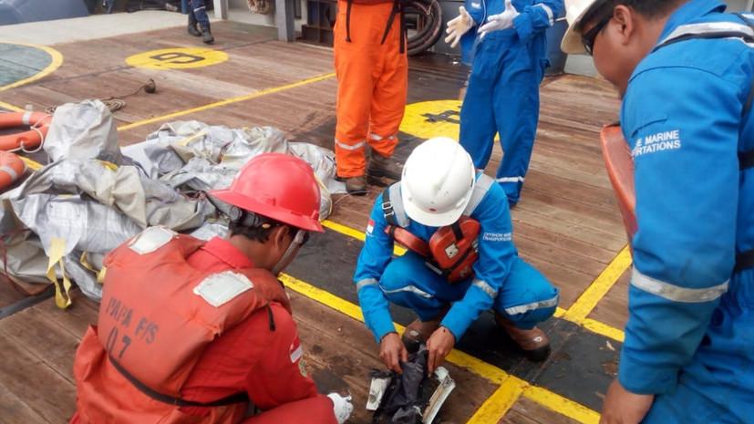 Экипаж разбившегося в Индонезии самолёта запрашивал разрешение вернуться в аэропорт