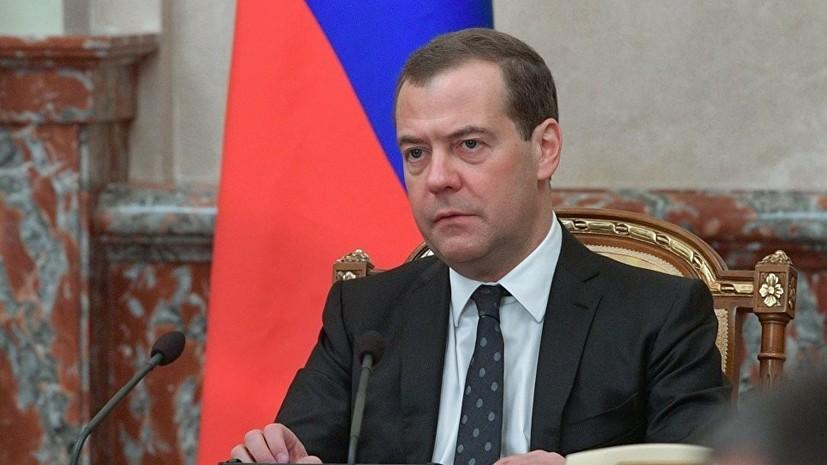 Кабмин анонсировал визит Медведева в Китай в начале ноября