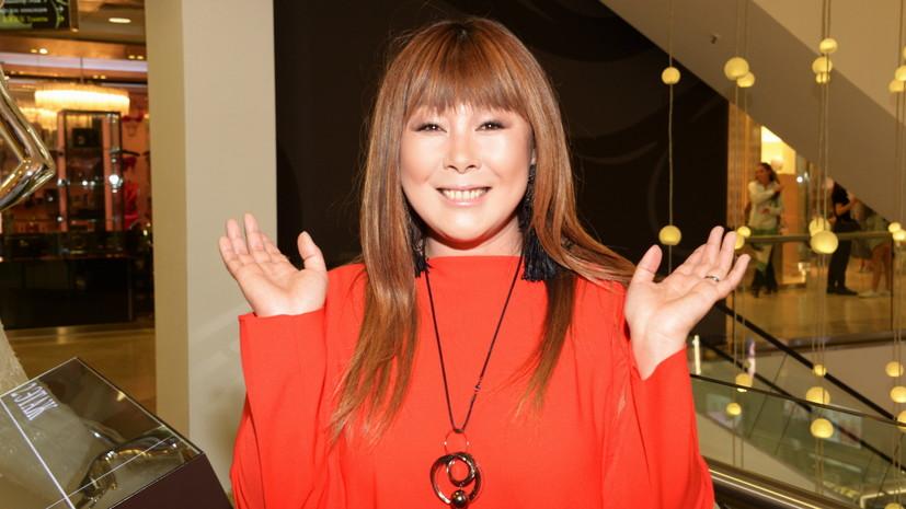 Аниту Цой выписали из больницы после операции