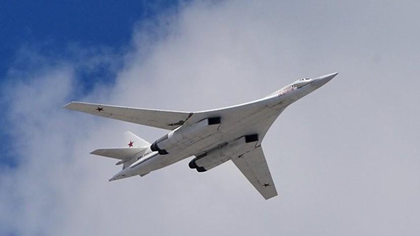 Два ракетоносца Ту-160 выполняют плановый полёт над Баренцевым и Норвежским морями