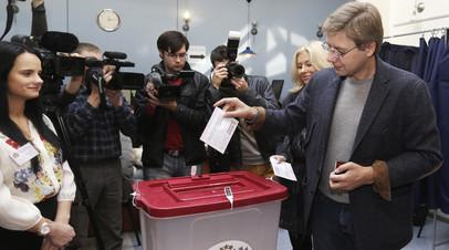Лидер партии «Согласие» Нил Ушаков во время голосования на избирательном участке