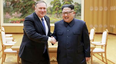 Северокорейский лидер Ким Чен Ын во время встречи с Майком Помпео