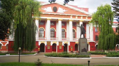 Памятник Суворову в Киевском военном лицее