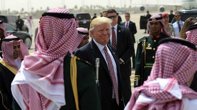 Дональд Трамп во время визита в Саудовскую Аравию