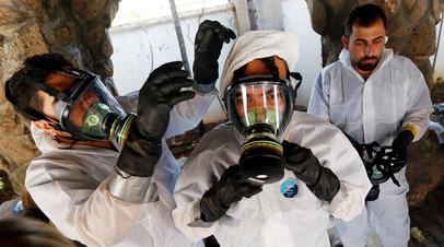 Курсы для медиков, на которых специалисты учатся, как оказывать помощь пострадавшим при химической атаке. Снимок 2017 года