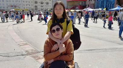 Якутская школьница зарабатывает через Instagram на реабилитацию онкобольной мамы