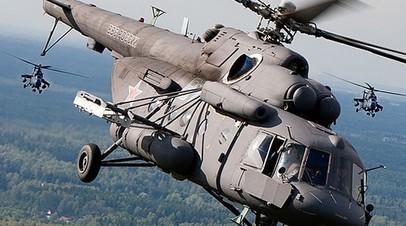 Вертолёты Ми-8 в сопровождении Ка-52 отрабатывают учебные задачи