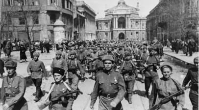 Бойцы Красной армии в освобождённой Одессе, 1944 год