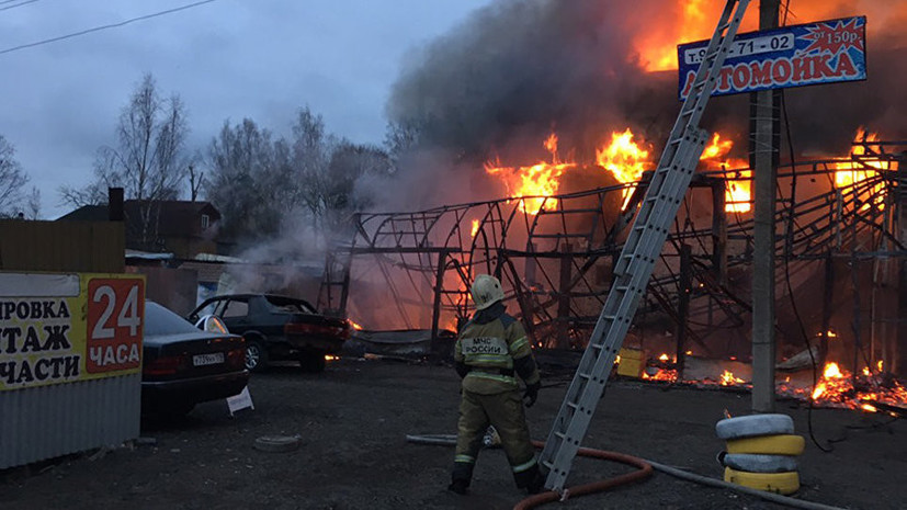 СК возбудил дело после пожара в здании шиномонтажа под Петербургом