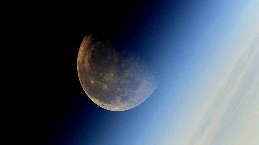 За «поцелуем» Луны и Сатурна можно будет понаблюдать 11 ноября в Москве