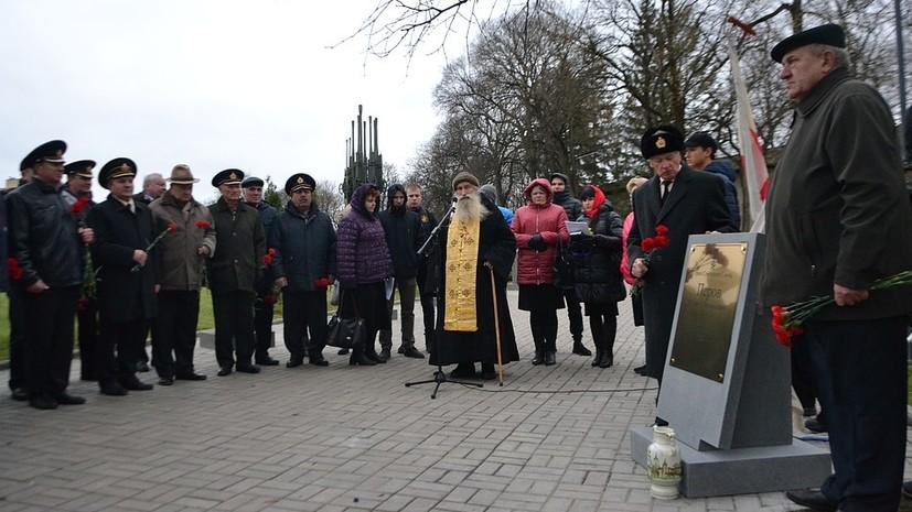 В Пскове открыли стелу в память о герое-подводнике Иване Перове