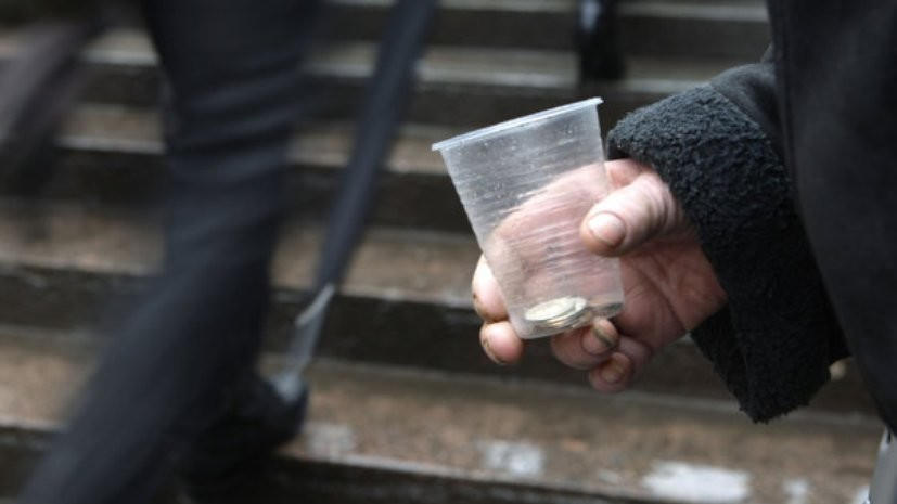Заксобрание Петербурга приняло закон о повышении штрафов за попрошайничество в метро