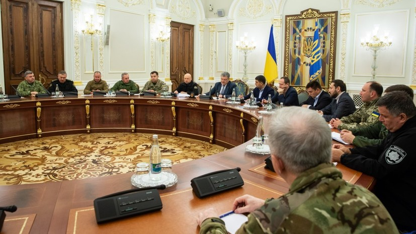 Порошенко и СНБО поддержали решение ввести военное положение на Украине