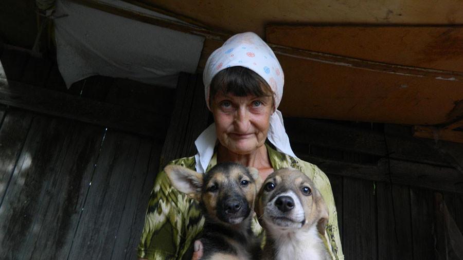 «Кутаю его в пять одеял, сверху — целлофан»: в Саратове пенсионерка и её сын-инвалид живут на пепелище сгоревшего дома 1