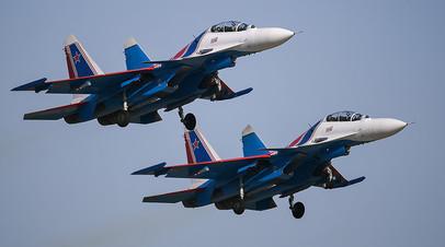 Пара многоцелевых истребителей Су-30СМ на закрытии IV Международного военно-технического форума «Армия-2018»