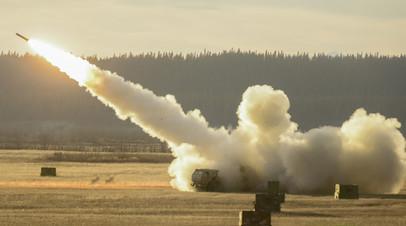 Американская ракетная система HIMARS во время учений на Аляске
