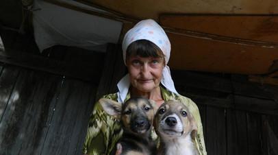 В Саратове пенсионерка и её сын-инвалид живут на пепелище сгоревшего дома