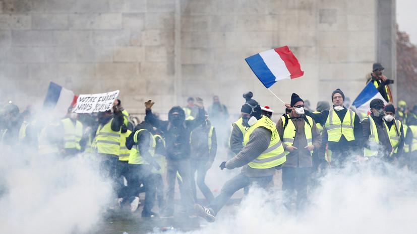 Макрон осудил происходящее на протестах в Париже