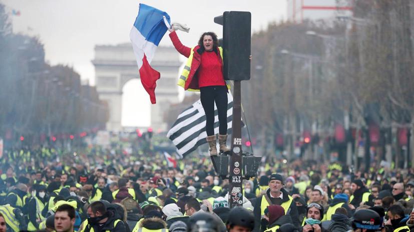«Акции продолжатся»: «жёлтые жилеты» не удовлетворены решением властей Франции о моратории на повышение цен на топливо
