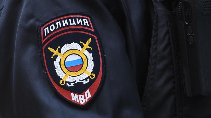 В школу Москвы прибыла полиция из-за угрожающего навредить себе ученика