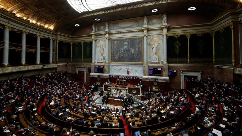 Парламент Франции намерен вынести на обсуждение вотум недоверия кабмину