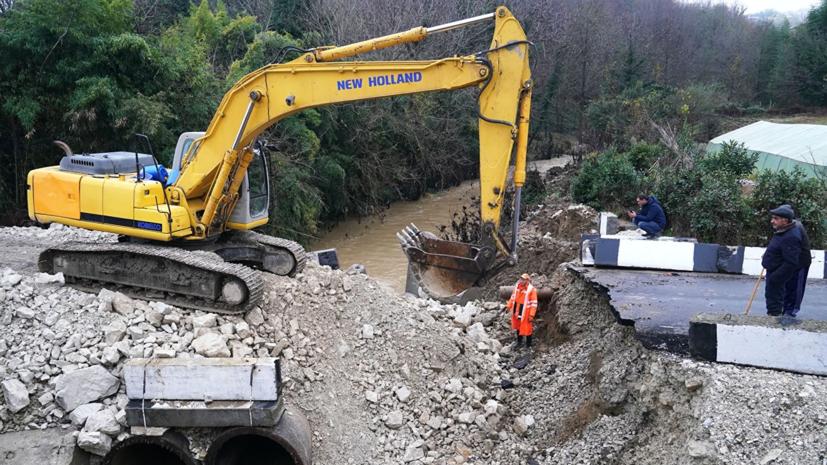 Временная дорога в Адлерском районе Сочи получила повреждения после ливня