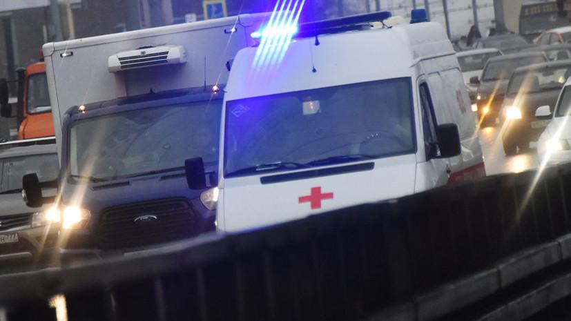 Водитель сбил двух пешеходов и скрылся с места аварии в центре Москвы